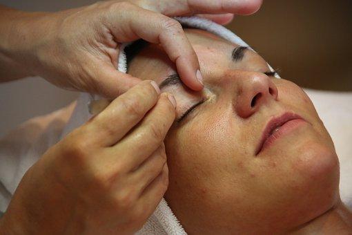 Козметични процедури за добро самочувствие. Защо не бива да пренебрегваме това лично  време, прекарано в козметичните салони?
