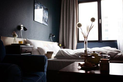Нощното шкафче в нашата спалня – неизменна част от жилищното обзавеждане