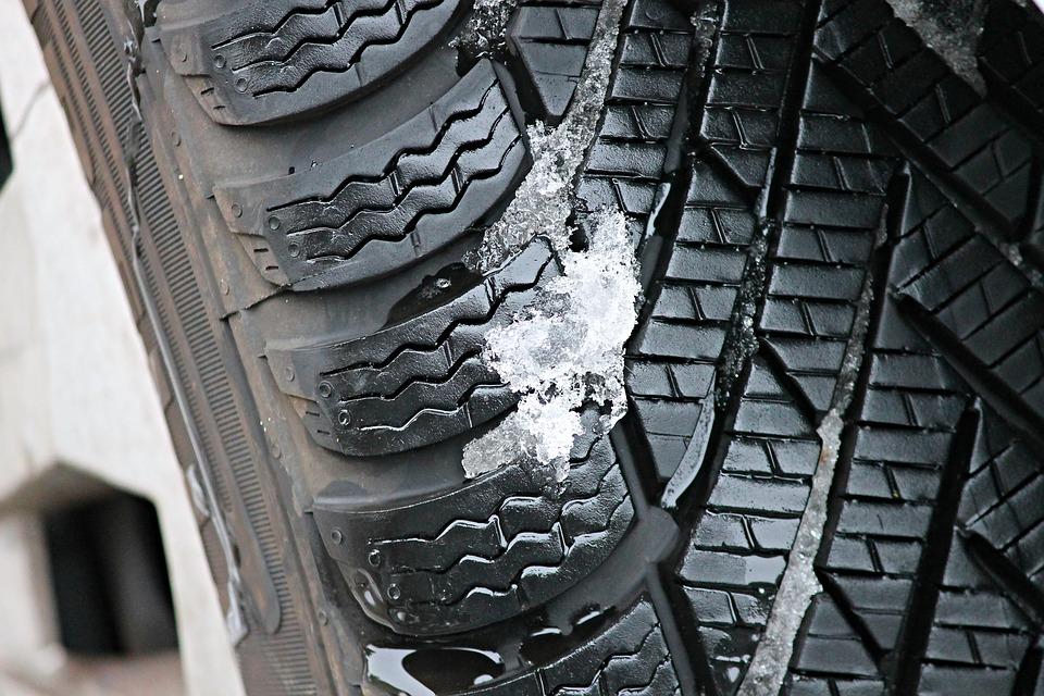 Какво е нужно да знаете преди да купите всесезонни гуми